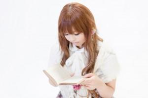 読書している人2