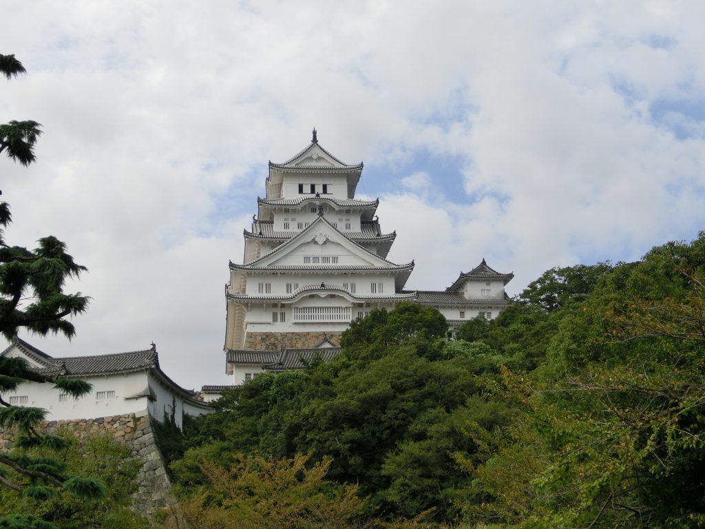 東側から姫路城