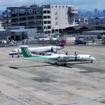 大阪国際空港(伊丹空港)駐機場は大阪モノレールからもチラッと見えるんです