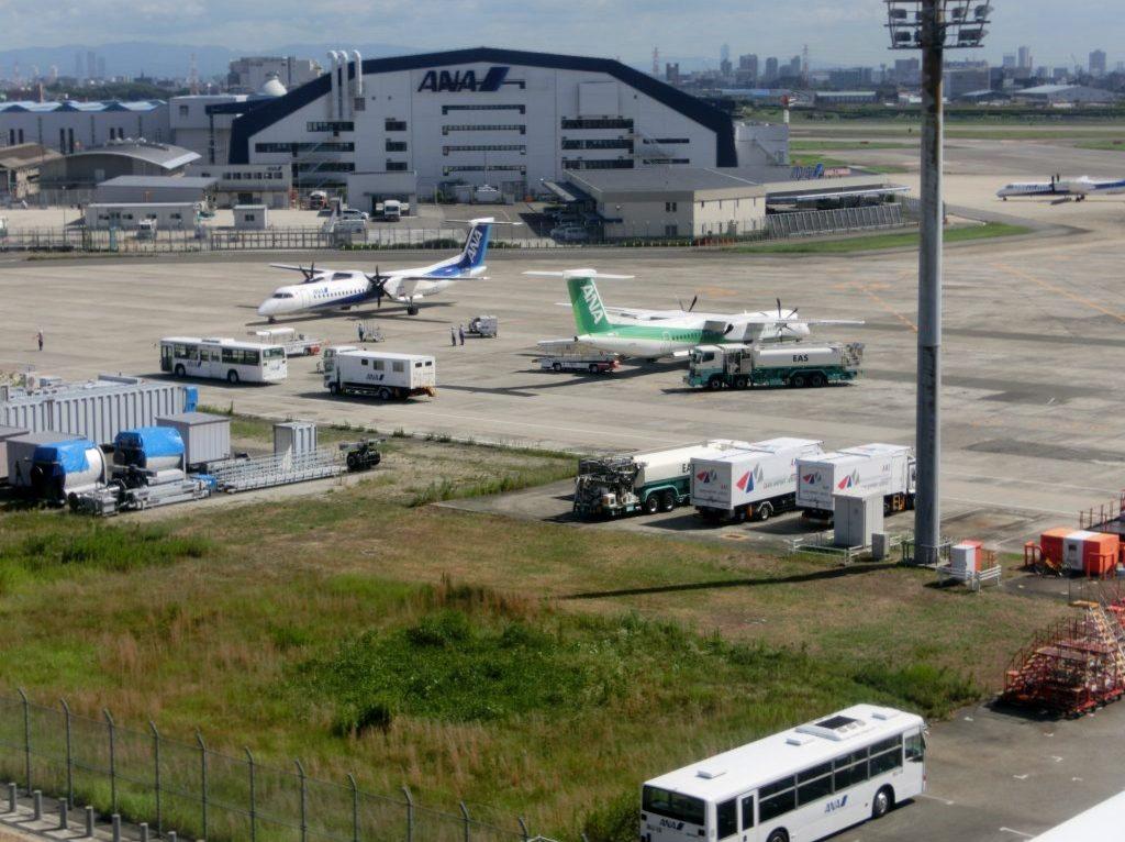 大阪国際空港(伊丹空港)駐機場は大阪モノレールからも見えるんです