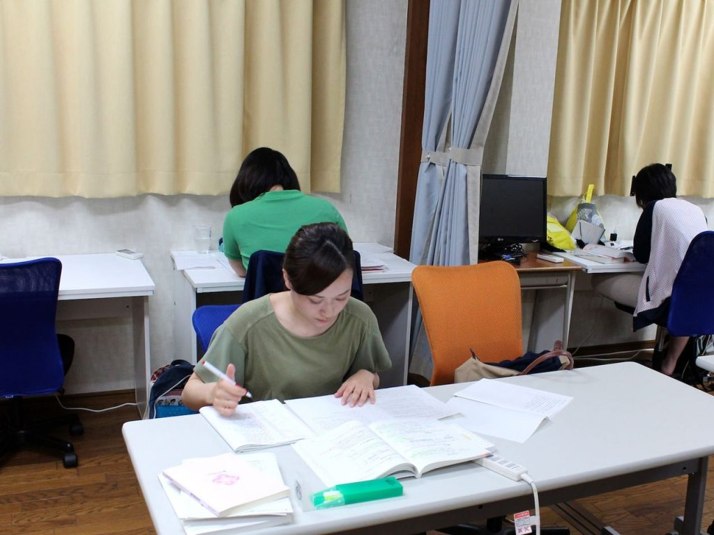 コワーキングスペースで資格勉強
